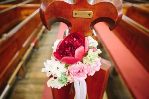 Close up of a pew posy.